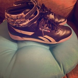 Excellent condition girls sneakers